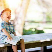 子供が笑う